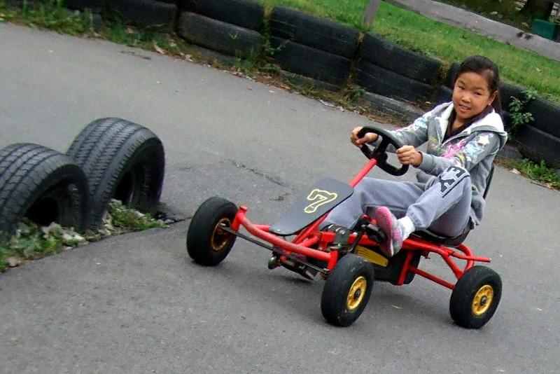25011 10 02 Yogi Go Carts (01)