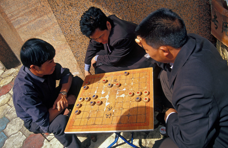 Men play Chinese checkers, Kunming