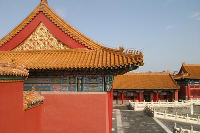 Zhongzuomen, beside Taihedian