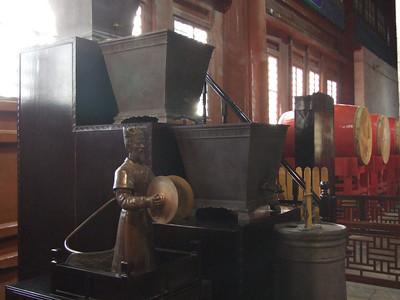 machine à eau en bronze pour mesurer le temps (qui passe)