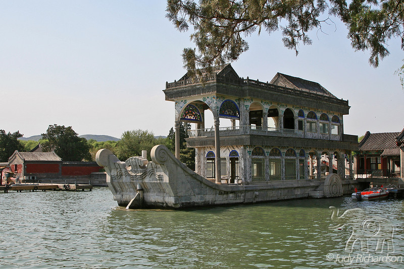 Marble Boat, set to symbolize the reign of the Qing Dynasty
