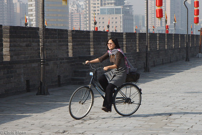 Ling Guan bicycling the Xian City Wall at Xian, China (10-22-2009)-18