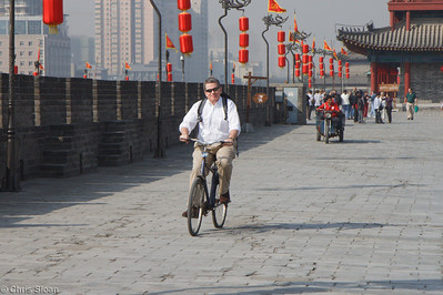 Jim Murphy bicycling the Xian City Wall at Xian, China (10-22-2009)-14