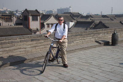 Jim Murphy bicycling the Xian City Wall at Xian, China (10-22-2009)-11