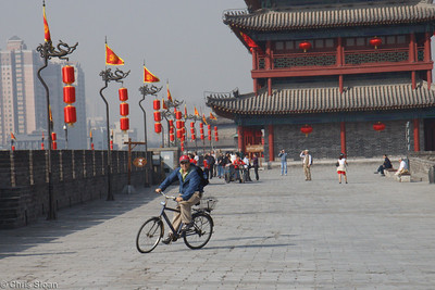 John Scannapieco bicycling the Xian City Wall at Xian, China (10-22-2009)-12