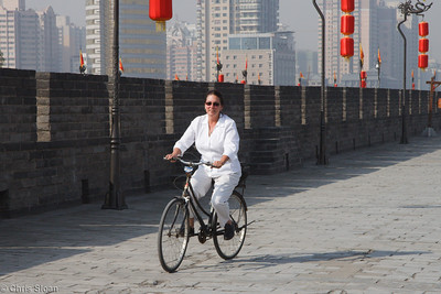 Michelle Haynes bicycling the Xian City Wall at Xian, China (10-22-2009)-19