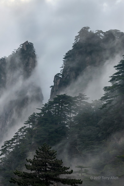 Clouds and wind, Huangshan, China md