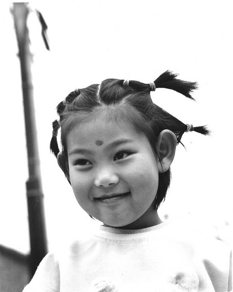 A girl near Beihai park pauses a moment so that I can take her picture. Her mother had agreed. I returned months later and gave them a print. Finding an address in the hutongs is not easy!