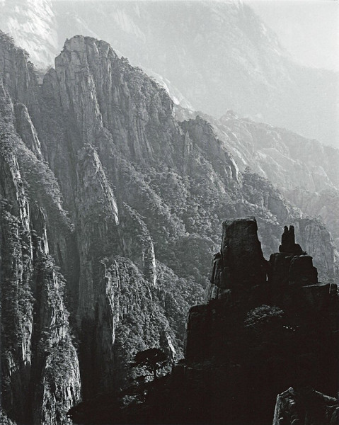 Huangshan, West Sea Canyon, in the late afternoon. Three days of perfect weather on Huangshan ended with this last shot.