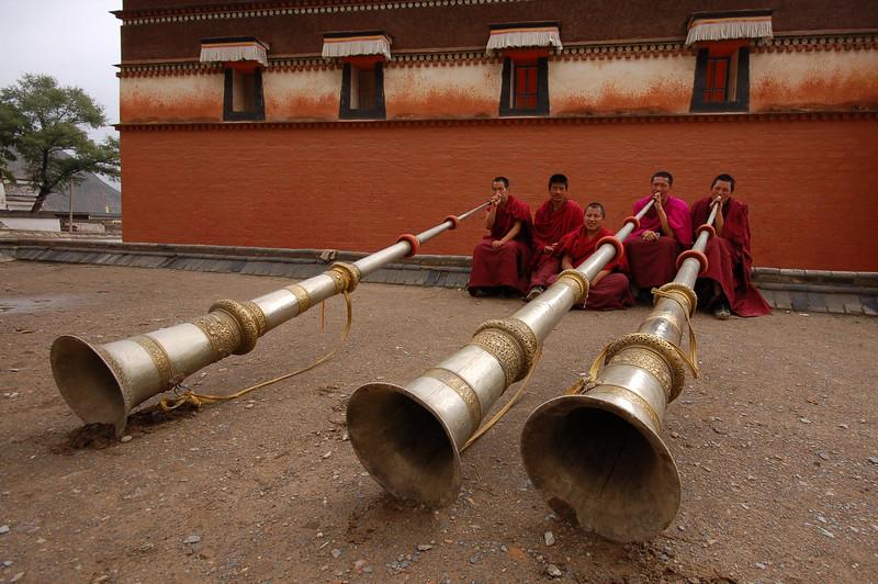 Tibetan long horn (dung chen) morning practise
