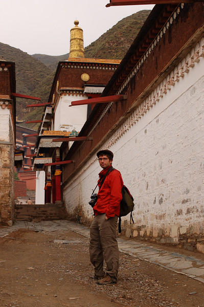 Yann in an alley of the Labrang Monastery