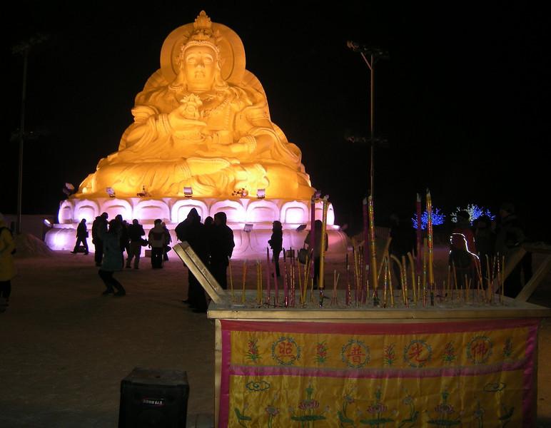 Bouddha est en neige