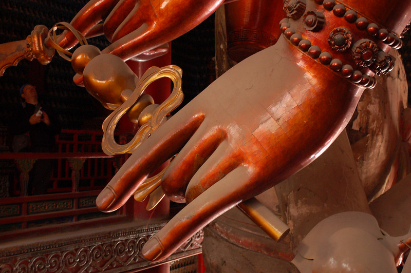 Puning Temple: Jean stands in awe at the size of Guanyin's hands
