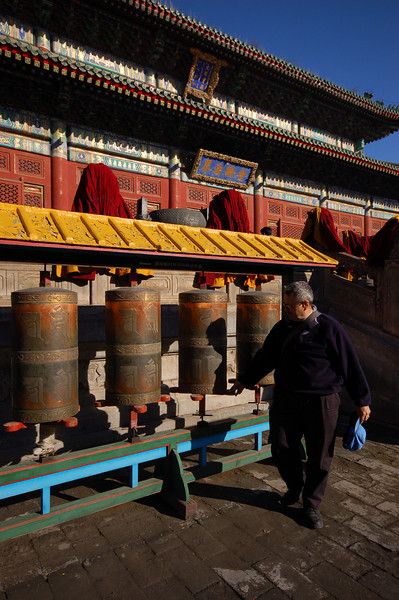Puning Temple: Jean spins prayer wheels