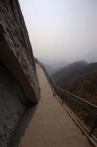 The walkway along Song Mountain