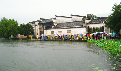 Full-on tourist action! Hongcun Village, China