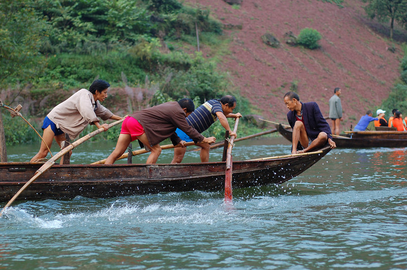 Paddling boat trackers on the Shennong