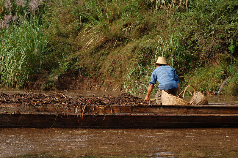 Cleaning the Shennong river