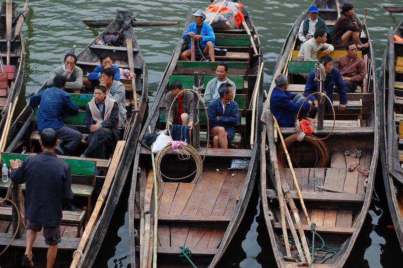 Boat trackers waiting for tourists on the Shennong