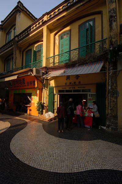 The streets in the Largo de Senado (the area around the senate), are covered in black and white tiles