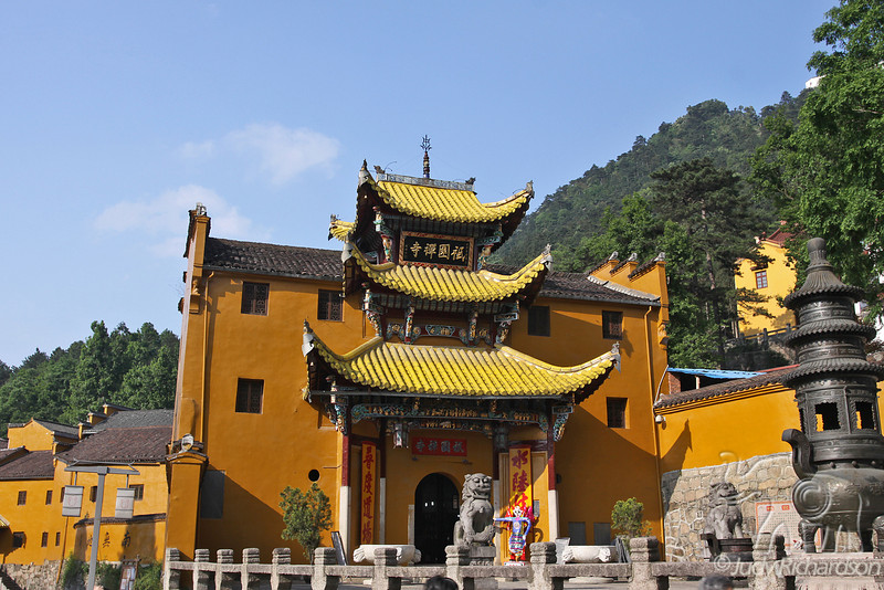 Qiyuansi, or Tending Garden Monastery, is a Jiuhuashan temple