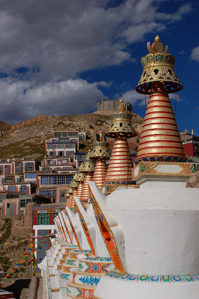 Row of chortens outside the Jyekundo Dongdrubling Monastery