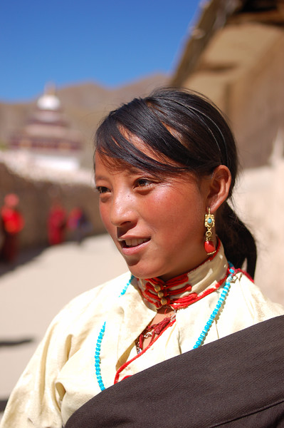 Young Tibetan girl at the Sengze Gyanak mani wall