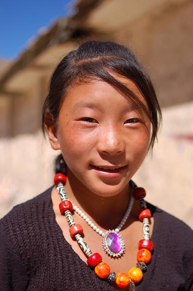 Young Tibetan girl at the Sengze Gyanak mani wall