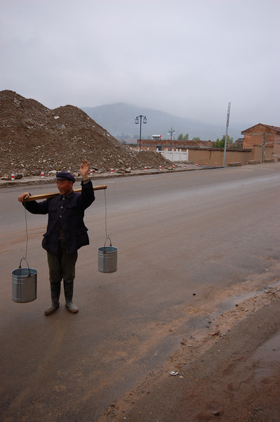 A Chinese worker who wants to be photographed too!