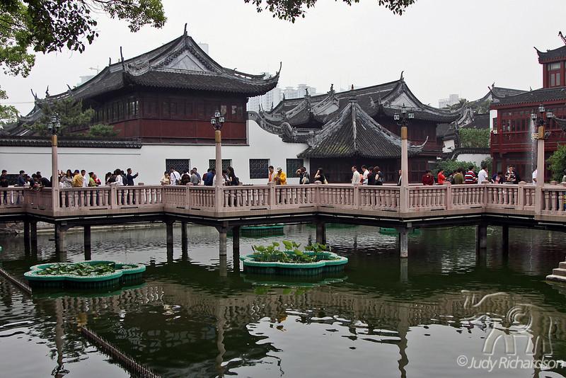 Yuyuan Gardens walkway reflections