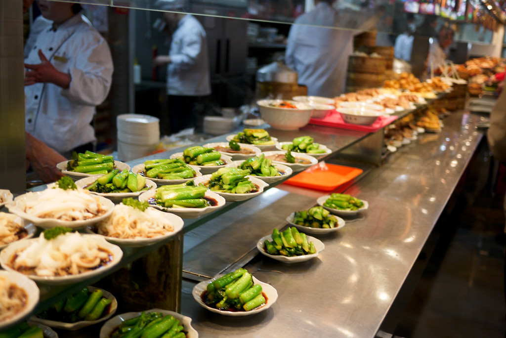 The food court eats at the Yuyuan Garden in Shanghai, China