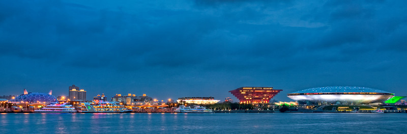 Shanghai Expo as seen from Huangpu River, with the Japan Pavilion on the far left and the Exhibition Centre on the far right. (Pls see in original size to fully appreciate it.)