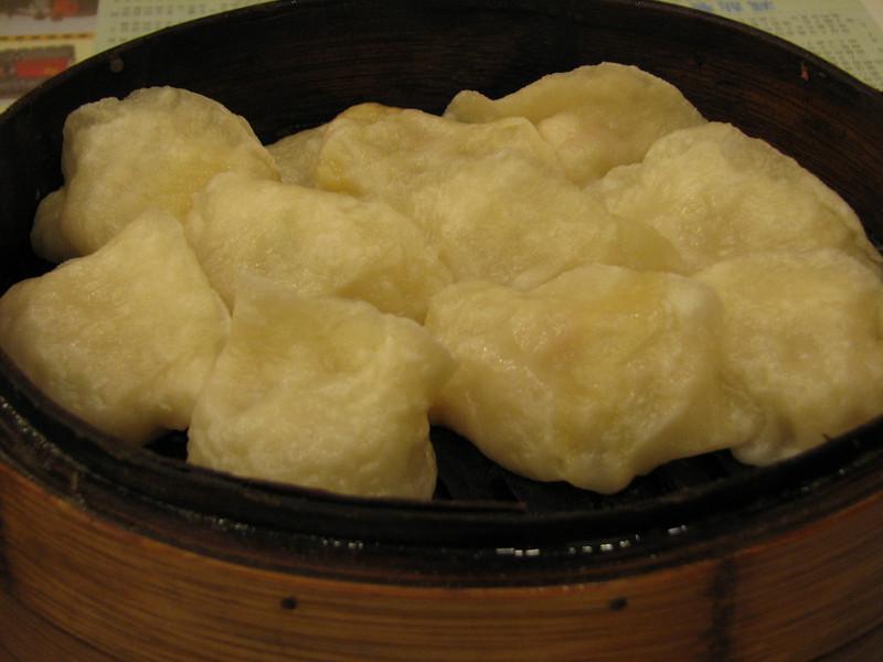 冬瓜蒸饺 (winter melon dumplings) - a subtle flavor but dipped in a little garlic and vinegar, very pleasant.