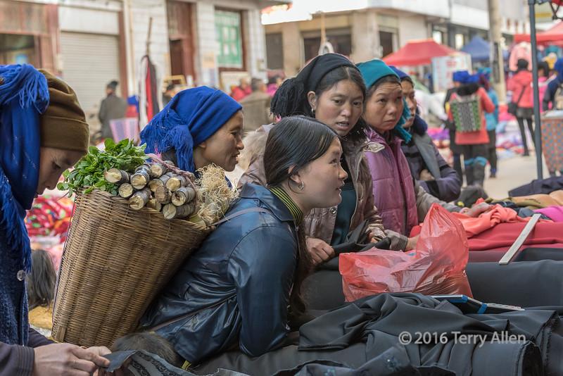 Woman-choosing-fabric,-Shengcun-Market,-Yuanyang,-Yunnan-Province,-China