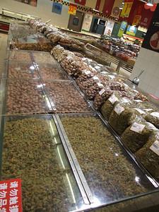 chez Carrefour- raisins secs, noisettes, amandes, cacahuètes, ....