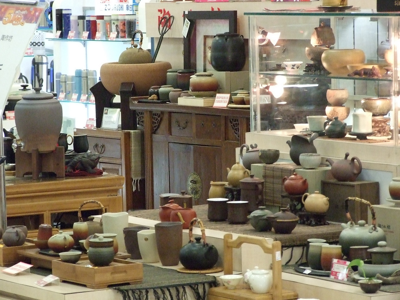 un stand de thé dans un grand magasin