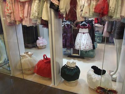 adorables petites robes, vues au 3.3 de San Li Tun