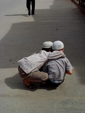 Two boys Kashgar street DSC01775