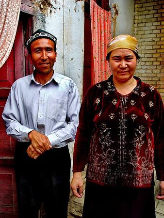 Courtyard couple Old Kashgar DSC01638