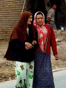 Grandmother and granddaughter Kashgar DSC01628