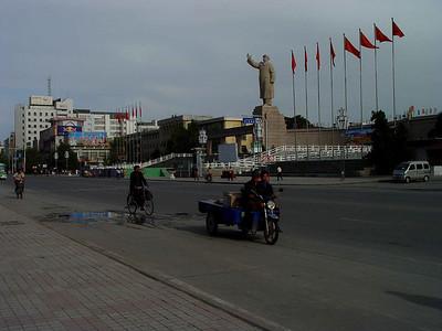 Downtown Kashgar Mao Statue DSC01815