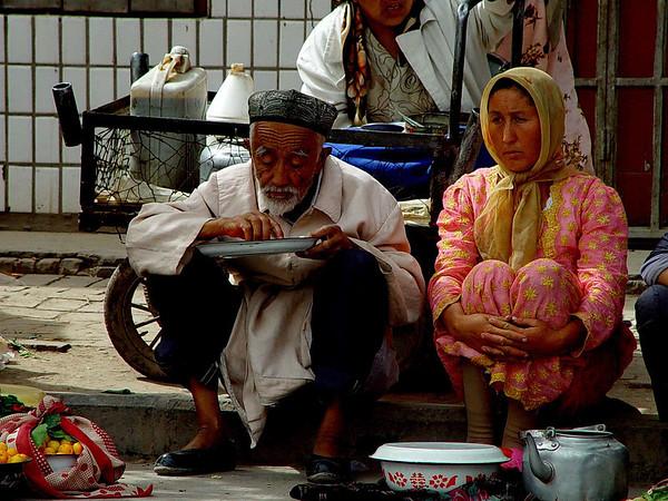 Couple on curb Kashgar DSC01785