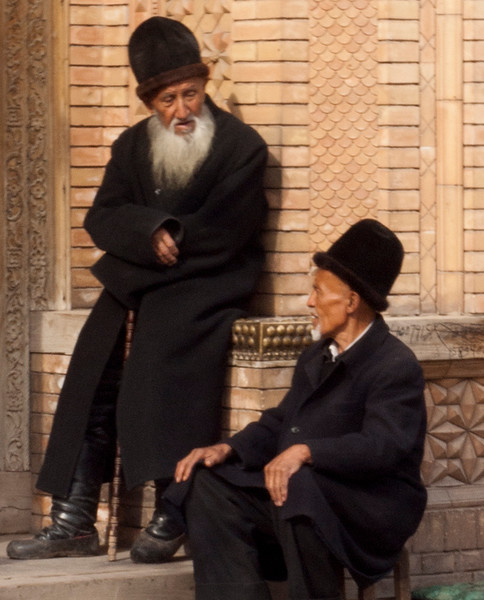 The next photos are mostly of Uighur people from Kashgar and the northern silk road oasis cities of Hotan, Karghilik and Yarkand. Here two are chatting in front of a mosque.