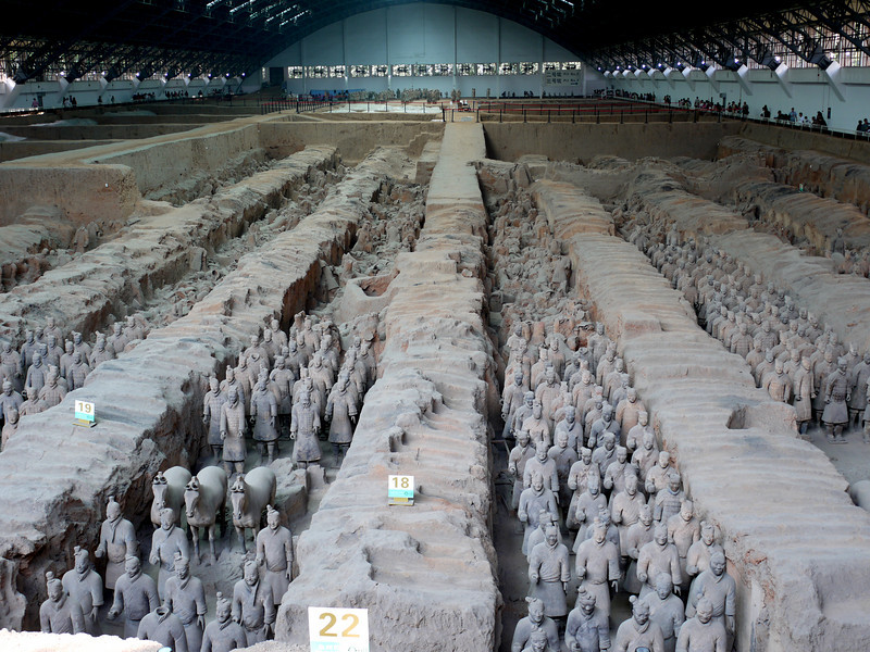 This is an overview of Pit #1 (which is the largest excavation and is housed in a big gym-like structure to protect it from the weather). The areas between the soldiers have been demonstrated to be empty of soldiers and horses.  Although from this vantage point, with the large numbers, they look tiny, those soldiers and horses are actually life size -- and some appear to be larger.