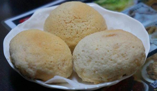 Dim Sum: Baked Barbecue Pork Buns (Cha siu bao: 叉烧包 / 叉燒包)