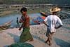 Chercheurs d'or dans le camp de Ma Sein. Rivière Chindwin/Région de Sagaing/Birmanie (Myanmar)