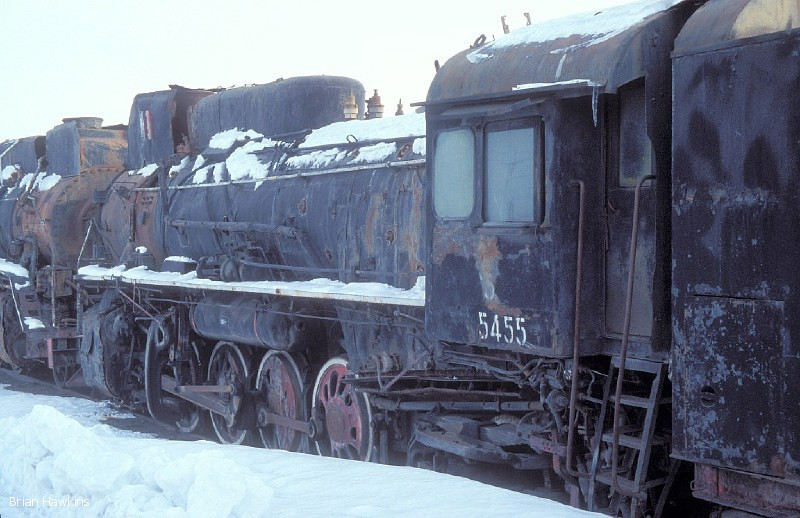 Covered in snow in the locomotive compound at Sandaoling, JS 5455 looks very forlorn, and I doubt wether she will ever again turn a wheel in anger. 7th December 2005