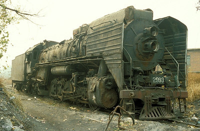 QJ 2993 waits to enter Sujiatun locomotive works. 25th October 1999