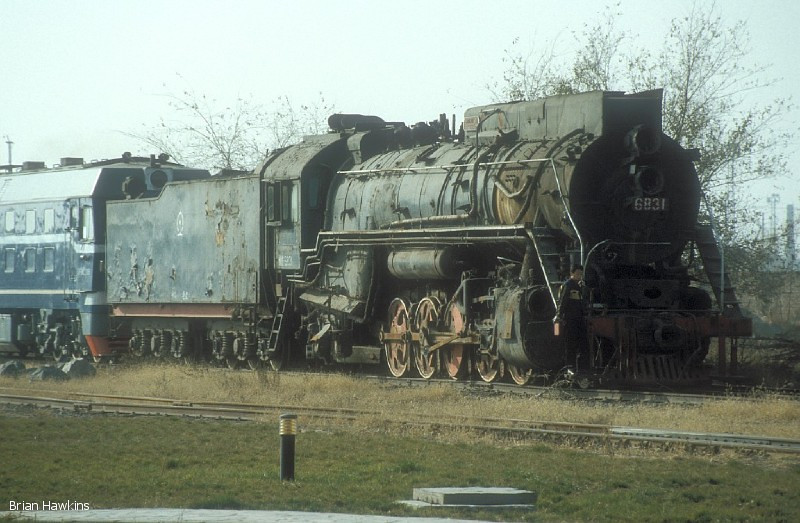 QJ 6831 Baotou Xi locomotive depot. 2nd November 2001
