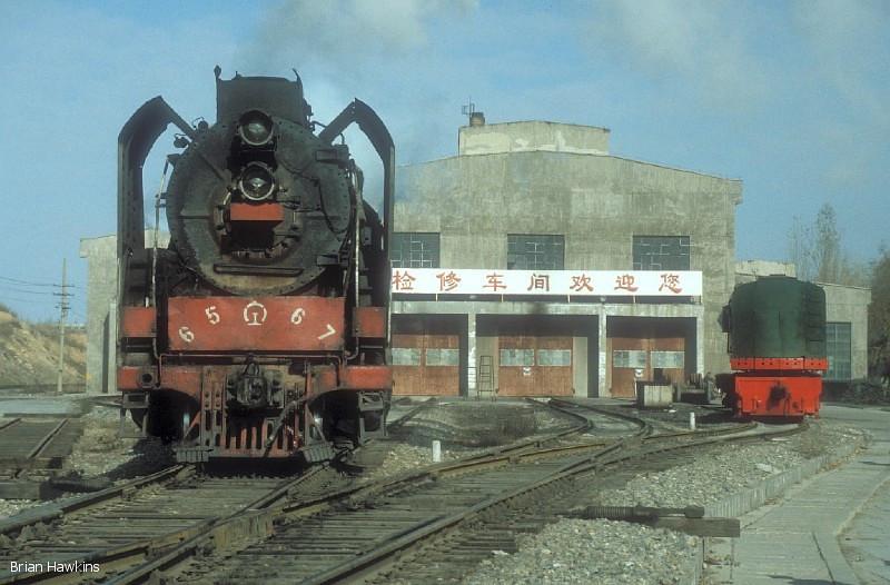 QJ 6567 Dongsheng locomotive depot. 1st November 2001